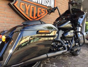 FLTRXS Road Glide-Special